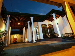 DAN HOMES-5 luxury rooms/2-3 bedroooms-Maharagama-Colombo-Sri Lanka - Maharagama vacation rentals