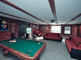 Grand Summit Lodge on Whiskey Mountain - Sleeps 21 - Stroudsburg vacation rentals