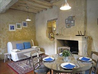 """Gîte De CInq Ans """"Le Petit"""" : Charmant avec jardin - Mamers vacation rentals"""