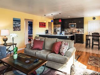 3733 Seaside Retreat - Beautiful Remodeled Home in Quiet Neighborhood - Seaside vacation rentals