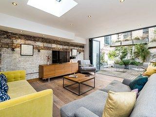 Stunning 3BD Flat Shoreditch with Hidden Garden - London vacation rentals