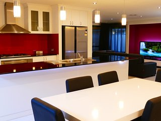 Rainbow JOY House PERTH, your Home away from HOME! - Canning Vale vacation rentals
