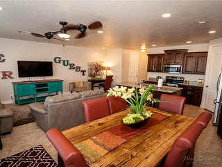 Golfers Getaway! New St.George condo by Zion sleeps 10 adults! - Saint George vacation rentals