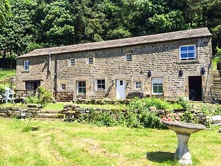 NIDDERDALE COTTAGE, ground floor bedroom, off road parking, elecvated patio, fantastic base, Lofthouse, Ref 944247 - Pateley Bridge vacation rentals