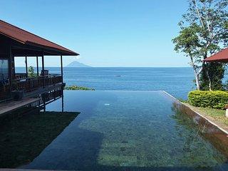 Villa Manare on the beach (Manado Bunaken) - Tanahwangko vacation rentals