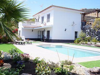 Fantastic Villa for 6p. private heated pool, Wifi - Adeje vacation rentals