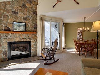 Cozy mountain condo near ski slopes w/ shared pools, hot tub, other amenities - Warren vacation rentals