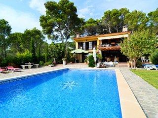 Bright 3 bedroom L'Estartit Condo with Shared Outdoor Pool - L'Estartit vacation rentals
