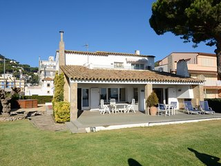Bright 4 bedroom Villa in L'Estartit with A/C - L'Estartit vacation rentals