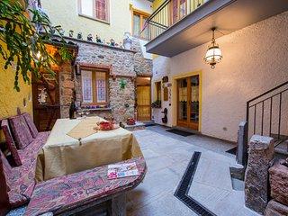 Charming 2 bedroom Condo in Brusimpiano with Internet Access - Brusimpiano vacation rentals