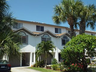 Beautiful 3 bedroom Tierra Verde Townhouse with Internet Access - Tierra Verde vacation rentals