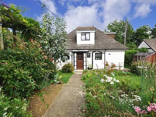 Lovely Cottage with Washing Machine and Television - Shipton Gorge vacation rentals
