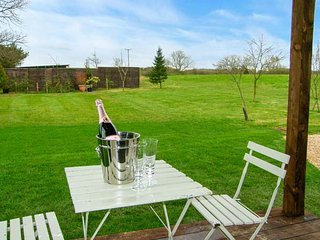 NEWTON RETREAT, detached, single-storey cottage, en-suites, woodburner, superb - Embleton vacation rentals