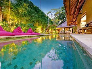 4 BEDROOM LUXURY BALI VILLA - SLEEPS 9 - SALT WATER POOL - CENTRAL SEMINYAK - Seminyak vacation rentals