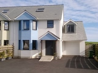 Spacious House in Gunwalloe with DVD Player, sleeps 9 - Gunwalloe vacation rentals
