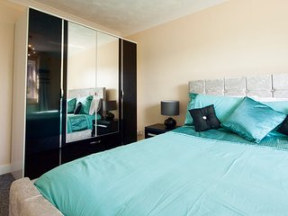 Luxurious ground floor 2DB Executive Apartment / long term lets - Thorpe Bay vacation rentals