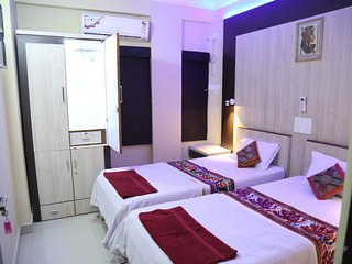 Ruby Nest, Shivam Apt. - 1 Room, washroom not attached, shared kitchen - Nagpur vacation rentals