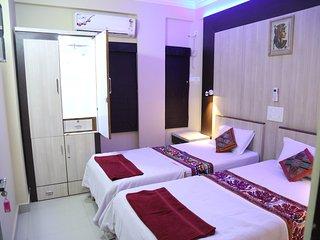 Ruby Nest, Shivam Apt. - 1 Room, washroom not attached, shared kitchen - Nagpur vacation rentals