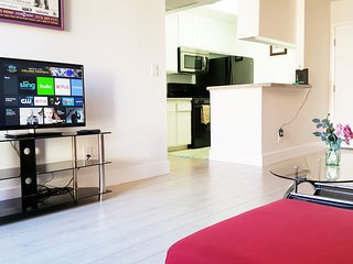 PENTHOUSE LUXURY 1+1 TOP FLOOR+2 FREE PKGS+GREAT LOCATION - Los Angeles vacation rentals