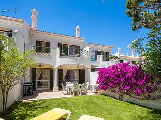 Beautiful 3 Bedroom Townhouse sleeps 6 - Quinta do Lago vacation rentals