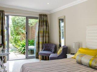 Camps Bay contemporary comfort - Bakoven vacation rentals