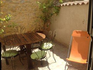 MAISON DE VILLAGE (Ancienne Grange Rénovée) - Vergeze vacation rentals