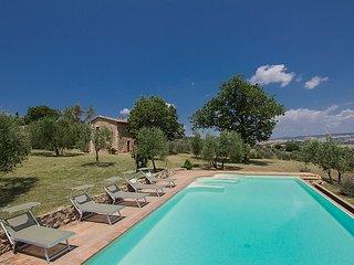 4 bedroom Villa in Castiglione d Orcia, Siena, Italy : ref 2237170 - Castiglione D'Orcia vacation rentals