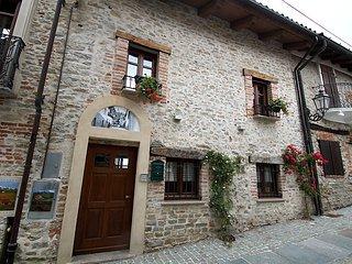 Beautiful 2 bedroom House in Bossolasco - Bossolasco vacation rentals
