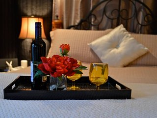 Fall Special!  Guest Suite Hot tub Forest nr Ocean - Victoria vacation rentals