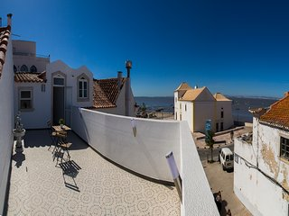 Cozy 2 bedroom Condo in Alcochete with Internet Access - Alcochete vacation rentals