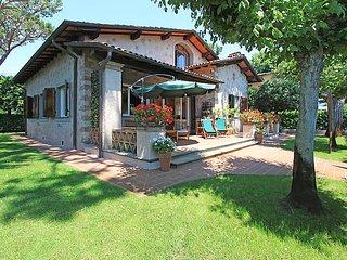 Beautiful 4 bedroom Forte Dei Marmi House with Internet Access - Forte Dei Marmi vacation rentals