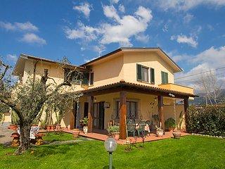 3 bedroom Villa in Pietrasanta, Versilia, Italy : ref 2284229 - Tonfano vacation rentals