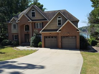 Comfortable 5 bedroom House in Mooresville - Mooresville vacation rentals