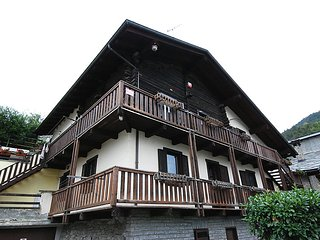 Bright 2 bedroom House in Gressan - Gressan vacation rentals