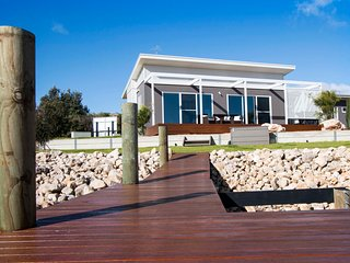 Villa Serra - Wellington Marina at its best - Tailem Bend vacation rentals