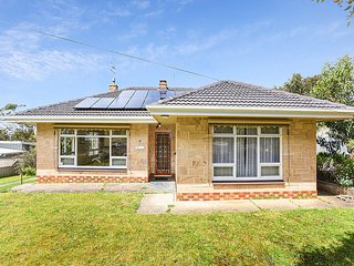 Treeton Holiday Home - Victor Harbor - Victor Harbor vacation rentals