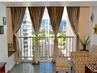 Romantic ocean view 2 lanais , central AC unit . Sleep 4 - Waikiki vacation rentals