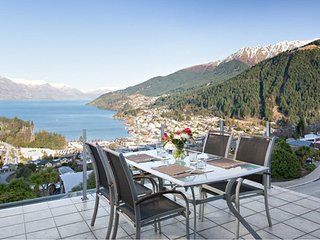 Nice House with Internet Access and Parking - Queenstown vacation rentals