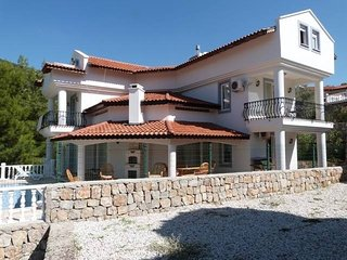 Stunning 6 Bedroom Villa with private pool - Yesiluzumlu vacation rentals