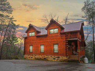 Paws and Unwind - New Listing! Minutes to Attractions - Hot Tub! - Sevierville vacation rentals