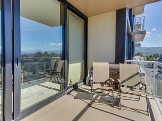 Dog-friendly condo with beautiful views, cozy fireplace, and shared pool! - Seaside vacation rentals