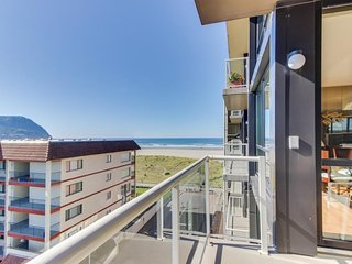 Partial Ocean view condo with  pool with wonderful, modern decor. - Seaside vacation rentals