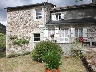 Cozy 3 bedroom Gite in Lacrouzette with Television - Lacrouzette vacation rentals