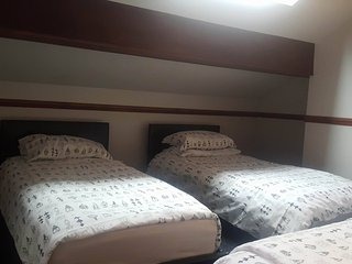 Double +1 Single Room in the Heart of Liverpool R6 - Liverpool vacation rentals