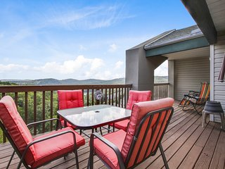 Next to Silver Dollar City; Indoor Heated POOL and Kids Splash Pad - Branson vacation rentals