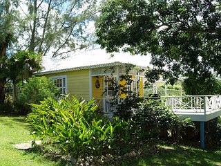 Gorgeous 2 bedroom Holetown House with Deck - Holetown vacation rentals
