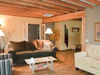Dog-friendly getaway in a great location - 1 block from Main St. - Moab vacation rentals