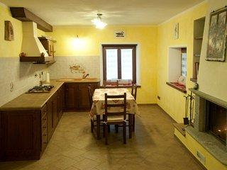 Bilocale''La Bifora''appena ristrutturato ne Borgo - Bard vacation rentals