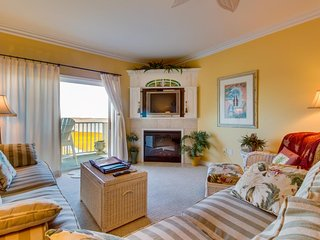 Waterfront beauty w/ shared pool & bay view - 1.5 blocks to beach! - Ocean City vacation rentals