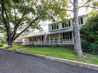 Creek and Crockett Guest House - Walk to Main St. - Fredericksburg vacation rentals